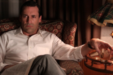 Mans rondlopen als in Mad Men